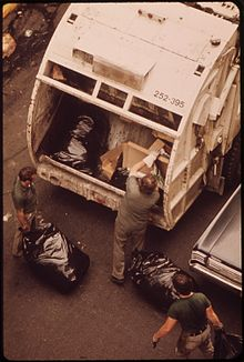 220px-SANITATION_WORKERS_COLLECT_GARBAGE_ON_172ND_STREET_IN_MANHATTAN_-_NARA_-_549844