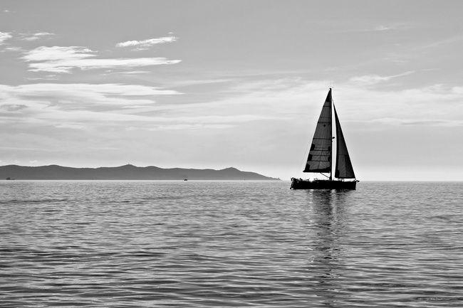 lesouffledesmots_1919819143_voilier-noir-et-blanc-mer-et-oceans--4bfa63T650