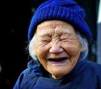 vieille_femme_qui_rit-2b2a3ab