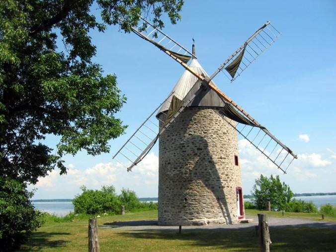 Moulin_a_vent_de_Pointe-du-Moulin